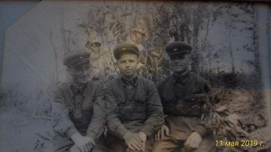Усов Георгий Александрович с сослуживцами