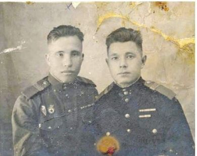 Лазарев Николай Михайлович (слева)