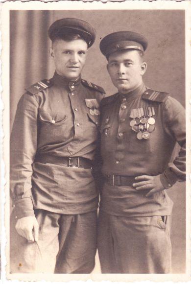 Младший сержант и сержант