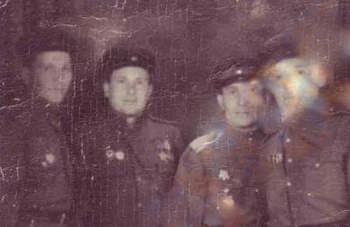 Крушинский Николай,  Свешников Иван с сослуживцами