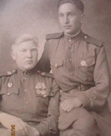 Рукосуев Дмитрий Михайлович (слева)