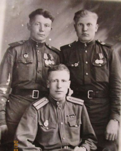 Рукосуев Дмитрий Михайлович (справа)