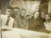 слева трое мужчин - Беляевы