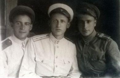 Карантбайвель Наум Ильич (слева)