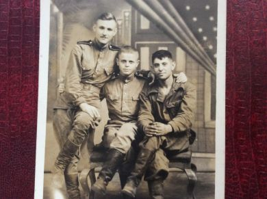 Дувидзон Борис Львович (в центре)