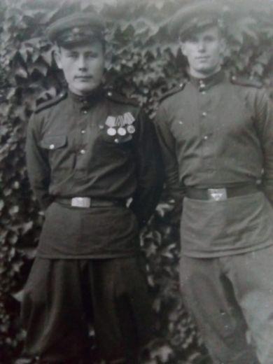 Еловский Петр Алексеевич (слева)