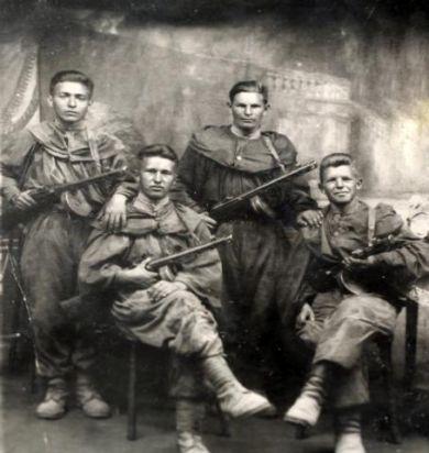 Голубев Георгий (справа)