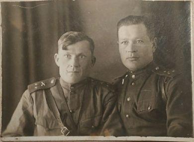 Конюхов Александр Иванович (слева) и Иван