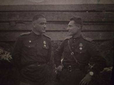 Хуадонов Т.Б., Евстигнеев Б.Ф.(справа)