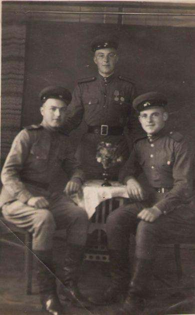 Лютый Алексей Иванович (слева)