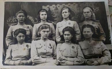 Островская ( Крупенко) Нина Михайловна (стоит первая слева)