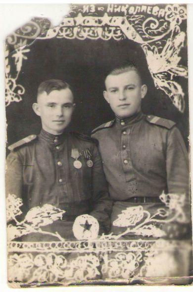 Баринов Владимир Иванович (справа)