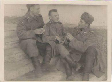 Баринов Владимир Иванович (в центре)