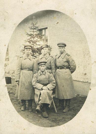 Иевлев Иван Тимофеевич с сослуживцами