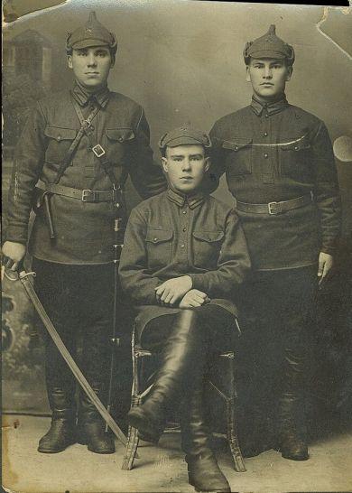 Иевлев Тимофей Никитич (слева)