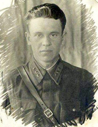ст.лейтенант А. Новиков