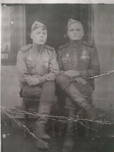 Кузнецов Федор Петрович (слева)