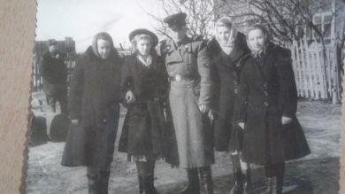 Можарова  Надежда Петровна (справа)