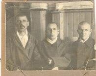 Ахунянов Шакир (в центре)