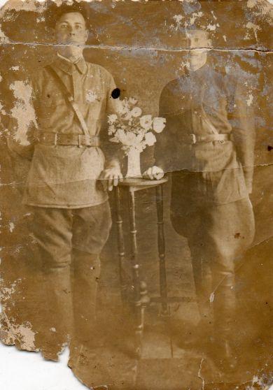Семенов Семен Степанович (слева)