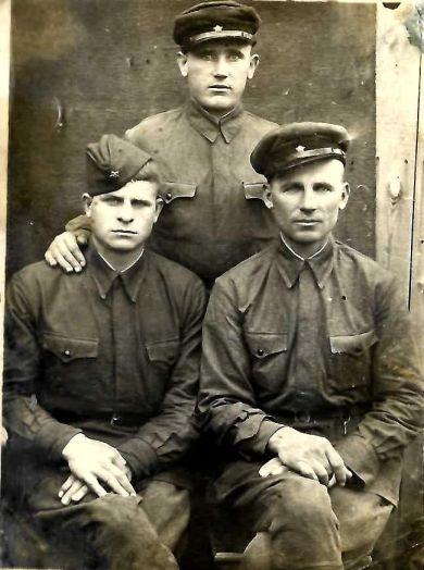 Сидоров Иван Васильевич (слева)