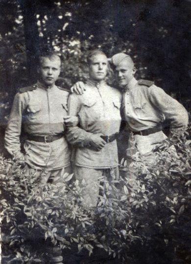Маклаков Петр Илларионович (слева)