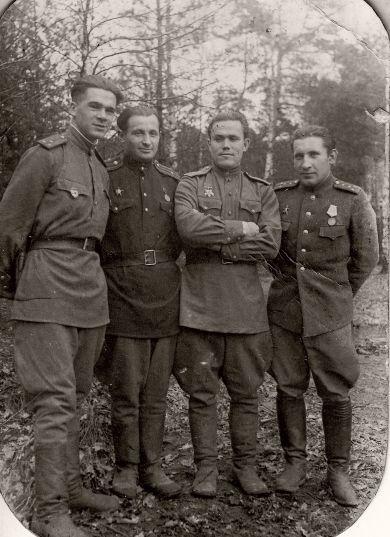 Татаринцев Н.Е. (3-й слева)