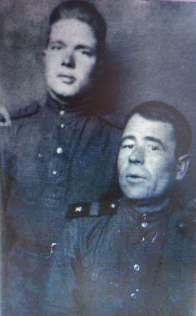 Насонов Петр (стоит)