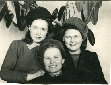 Савенкова Софья Сергеевна (слева)