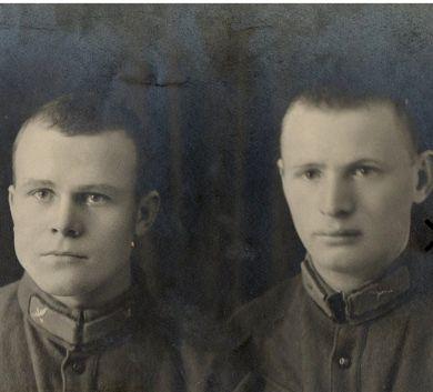 Штерн Илья Самойлович (справа)