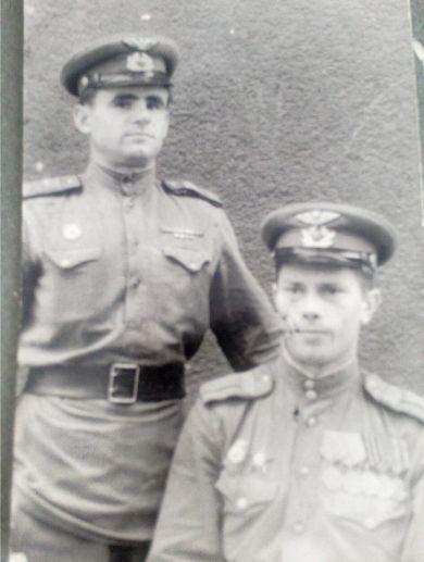 Купрейчик Григорий Иванович (стоит)