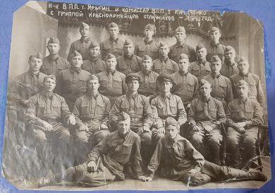 Пинчук Иван Иванович,1909г.р.(3 ряд,2 справа)