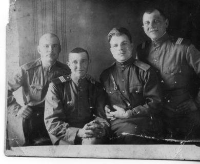 Кирьян И. М. (справа), Беляков, Долгов, Пуляев