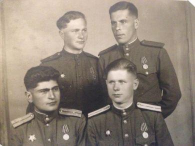 Горяшин Валентин Иванович с товарищами