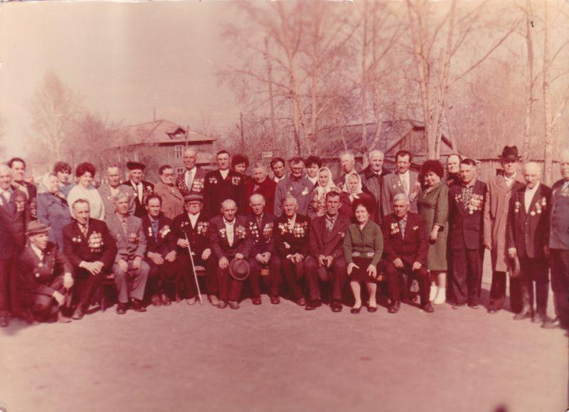Встреча в микрорайоне Лесокомбината накануне 9 мая 1987 участников Великой Отечественной войны и вдов, погибших участников на фронтах ВОВ