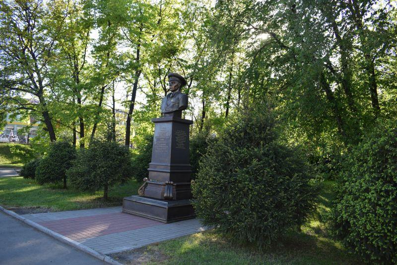Памятник Герою Советского Союза Маргелову В.Ф.