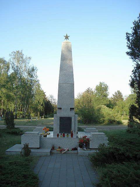 Милостовское кладбище. Открыто в 1943 году. На Милостовском кладбище захоронены польские, советские и немецкие военнослужащие, погибшие во время Второй мировой войны, 1008 евреев.