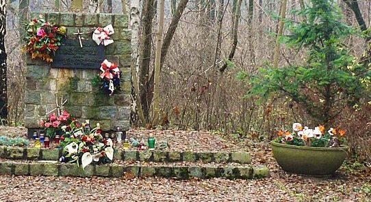 г. Познань. Памятник жертвам концлагеря «Форт VII», установленный на восточном берегу озера Русалка. Он  посвящён  2  тысячам жертвам  концентрационного лагеря, погибшим в 1940 г.