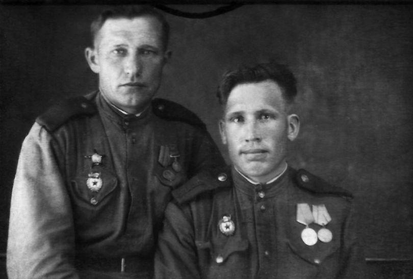 Тарасенко Иван Яковлевич (справа)