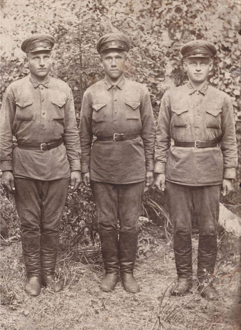Грибков Петр Иванович (слева)