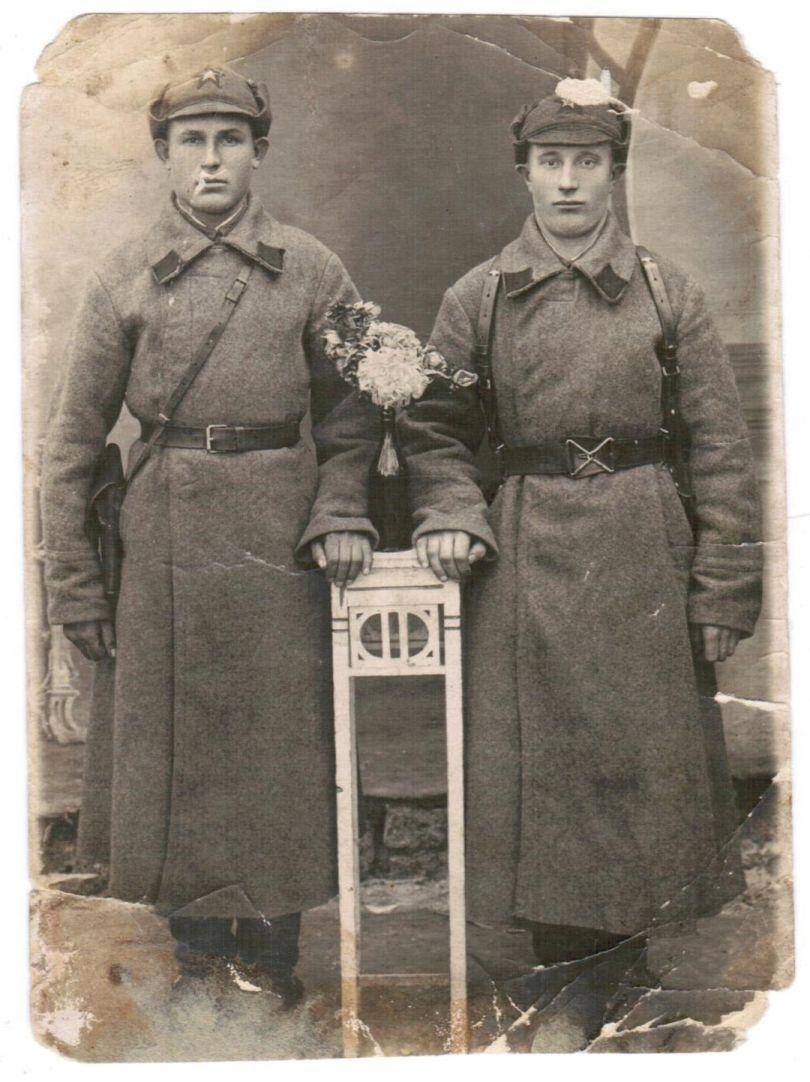 Абрамов Михаил (справа)