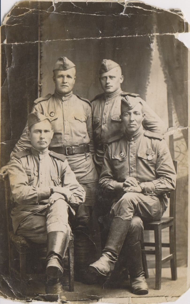 Быковский Макар Павлович (справа сидит)