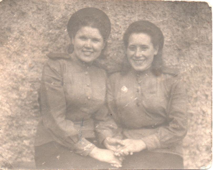 Муратова Нина (слева), Васильева Таня
