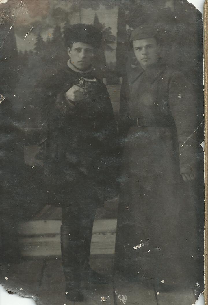 Дмитриев Георгий Анифатович (слева)