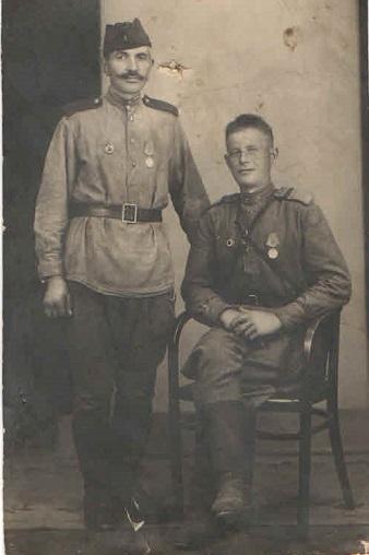 Смирнов Алексей Андреевич  (стоит)