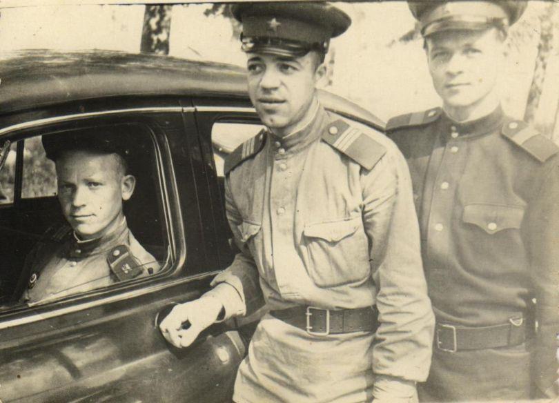 Кудрин Митрофан Михайлович (в центре)