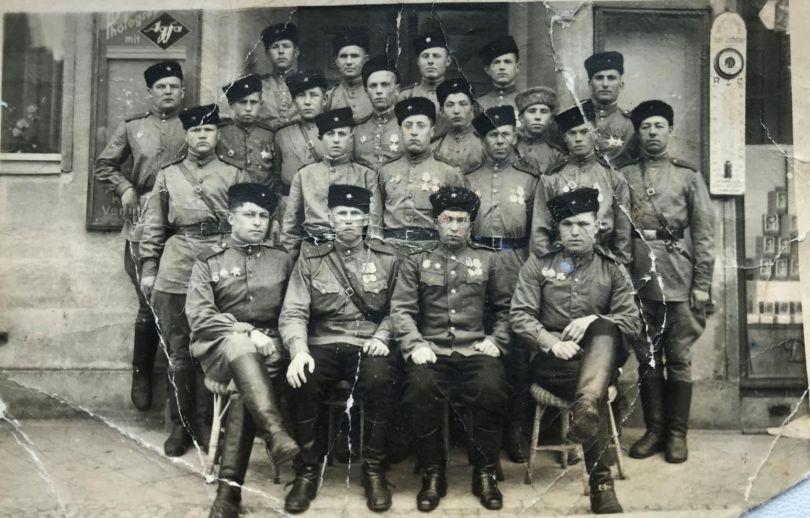 Орлов Михаил Александрович в 1 ряду слева