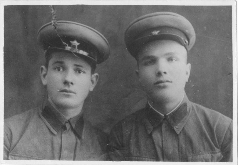 Зотов Алексей Михайлович (справа)