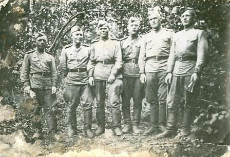 Кожевин Фёдор Павлович (второй слева)