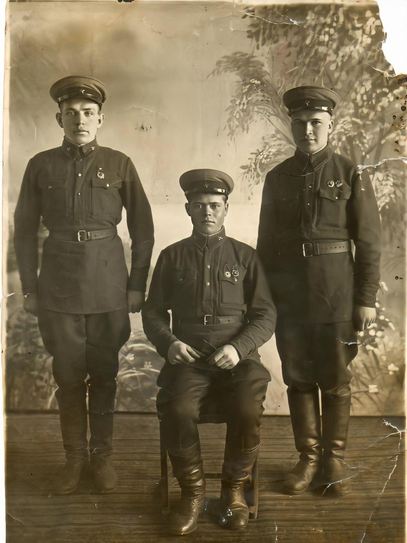 Бородин Иван Филиппович (слева)